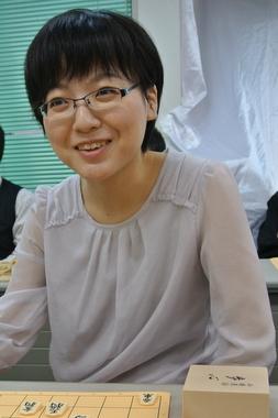 女流棋士熊倉紫野シニア一般スクール始めます
